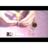 Как сделать пчелку из помпонов